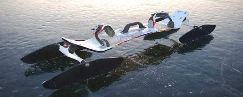 Iceboard der Fun im Winter auf Eis